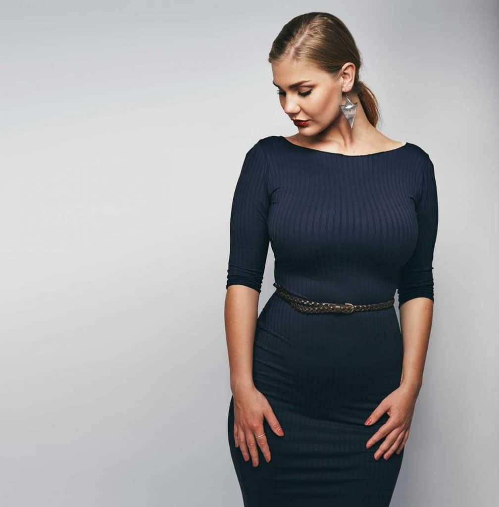 A slim belt highlights the waist of this bodycon dress