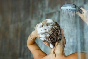 Does Wetting Your Hair Everyday Damage It?