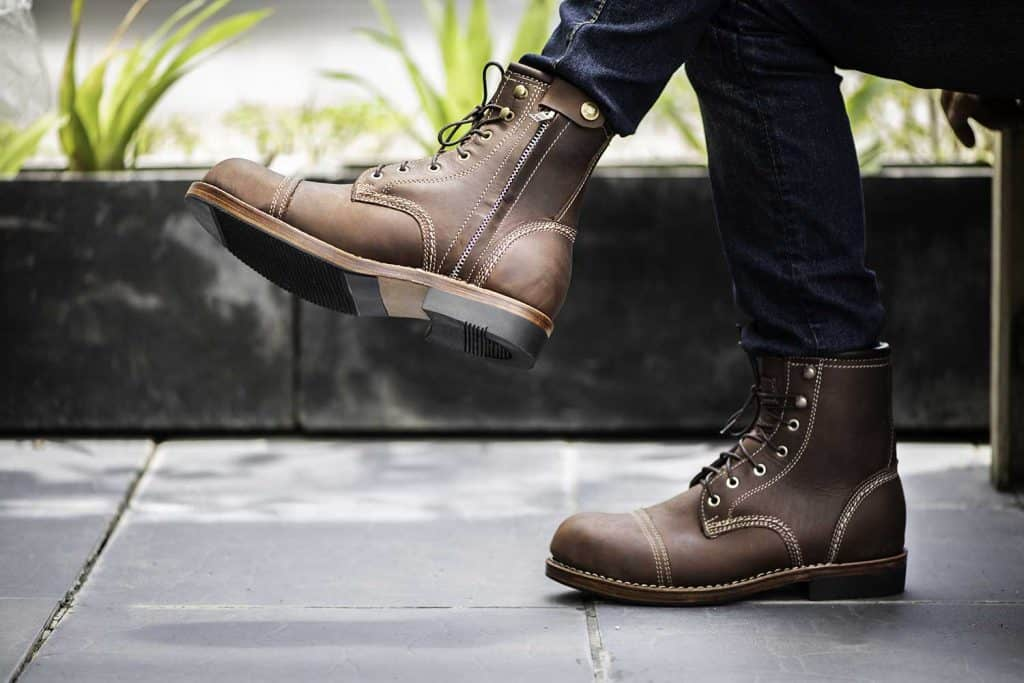 Fashion model wearing jeans and brown boots with zipper