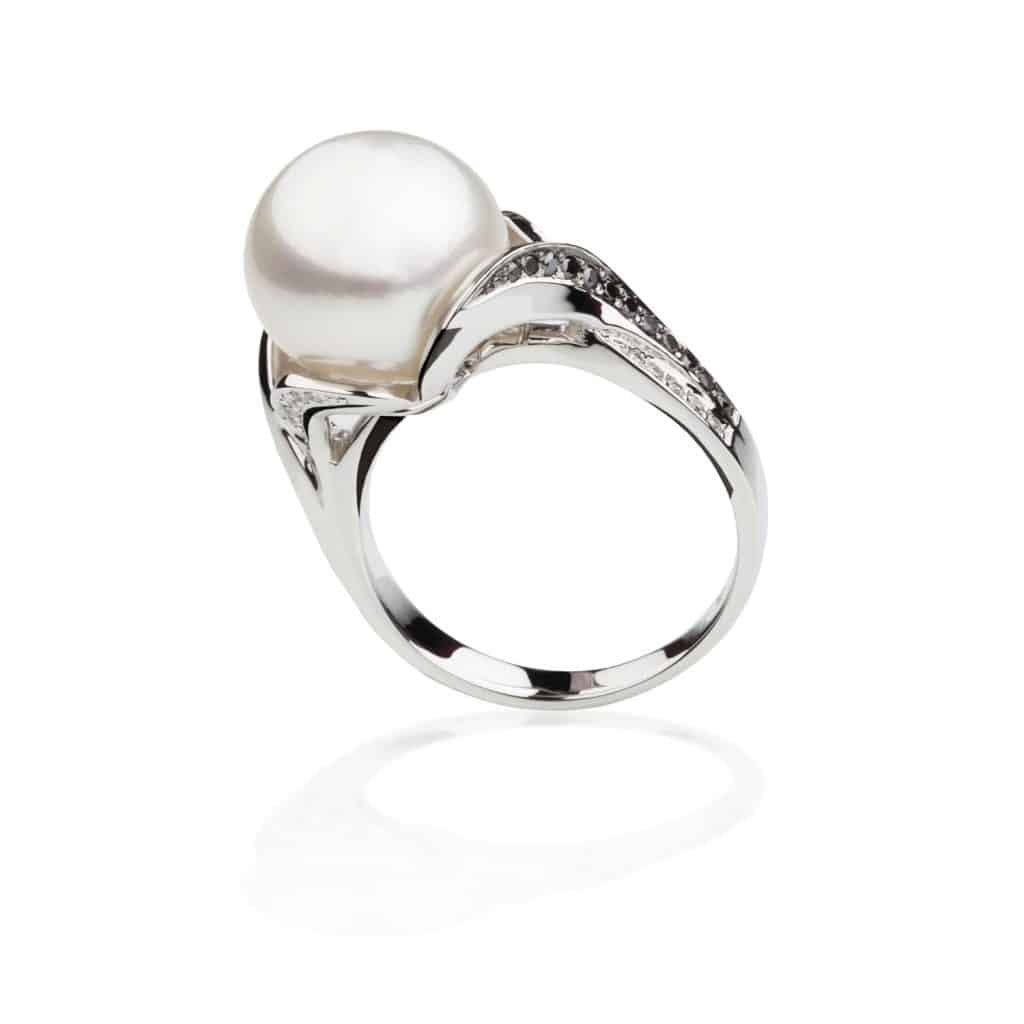 A gorgeous and expensive silver ring with pearl