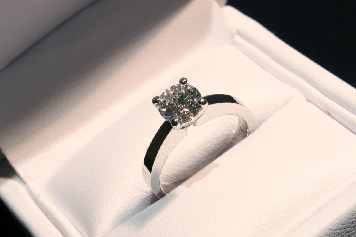 Round cut Diamond Engagement Ring, 11 Types of Diamond Cuts
