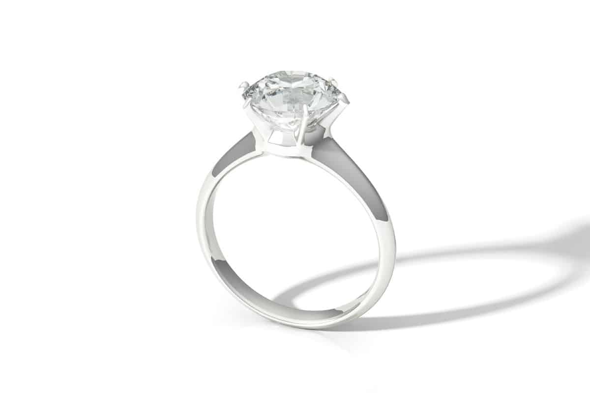 Clean and highly reflective diamond ring