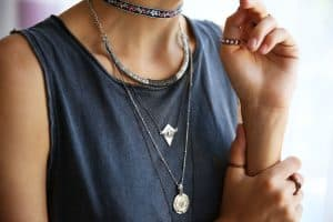 5 Ways To Keep Necklaces From Tangling On Your Neck