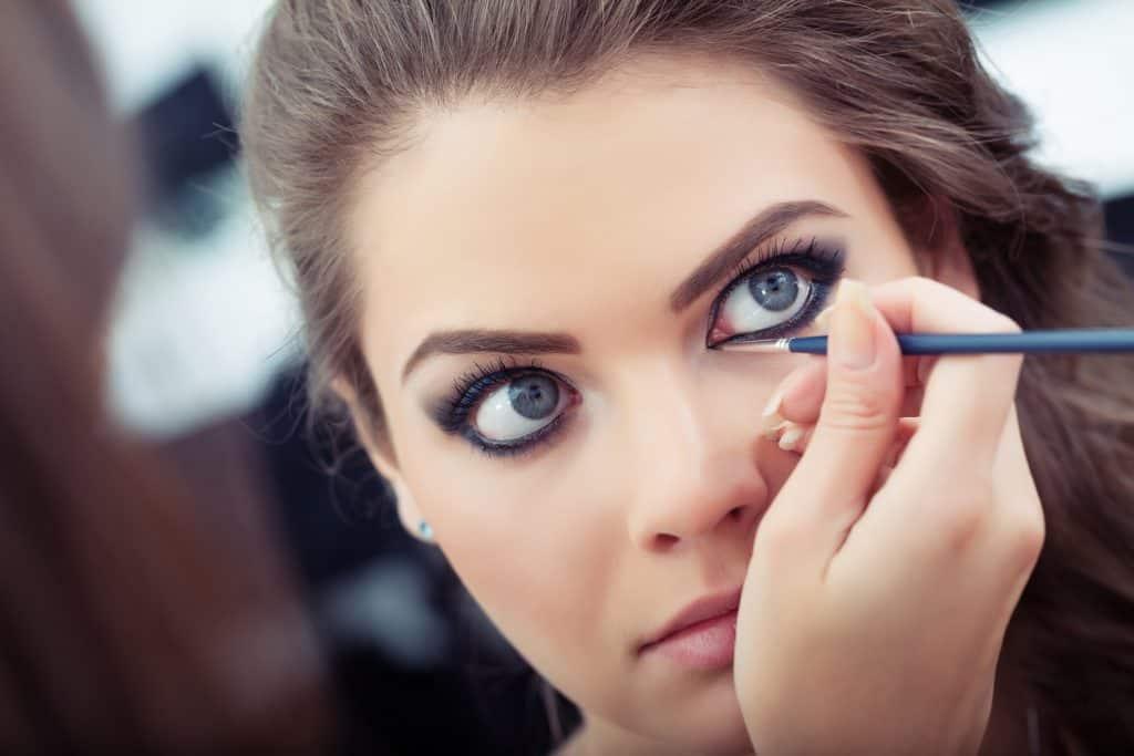 woman applying liquid eyeliner