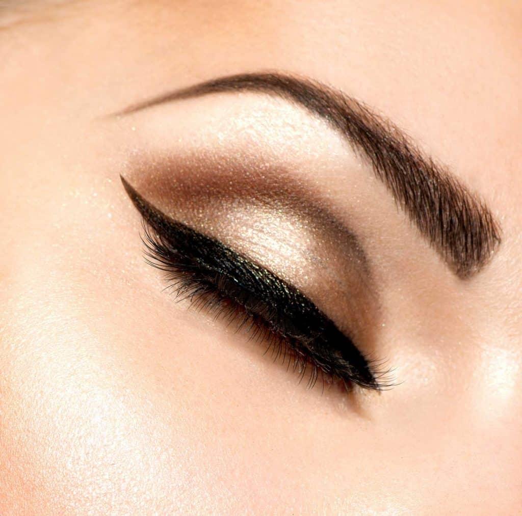 Beautiful eyes in retro style make-up