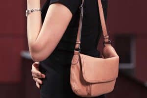 How To Wear A Shoulder Bag [4 Incredible Ways]