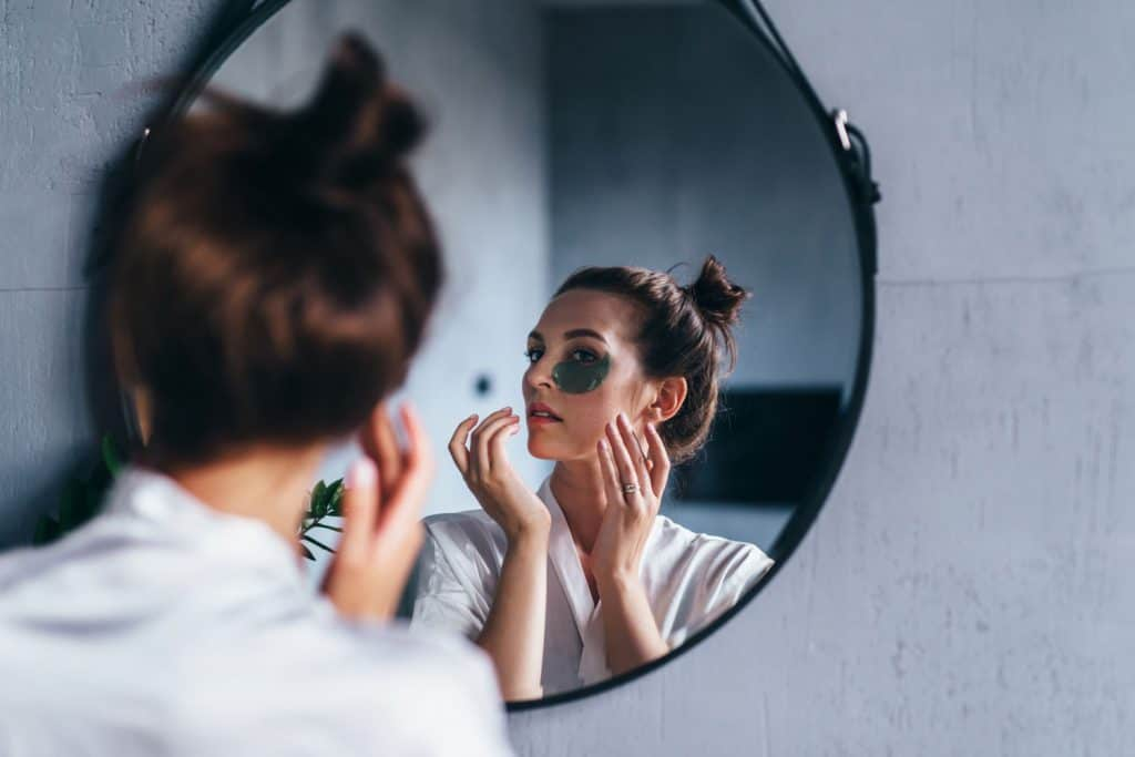 A woman applying hydrogel mask on her face, How To Use The Neutrogena Overnight Gel Mask