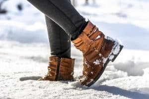 Read more about the article Do Black Leggings Go With Brown Boots?