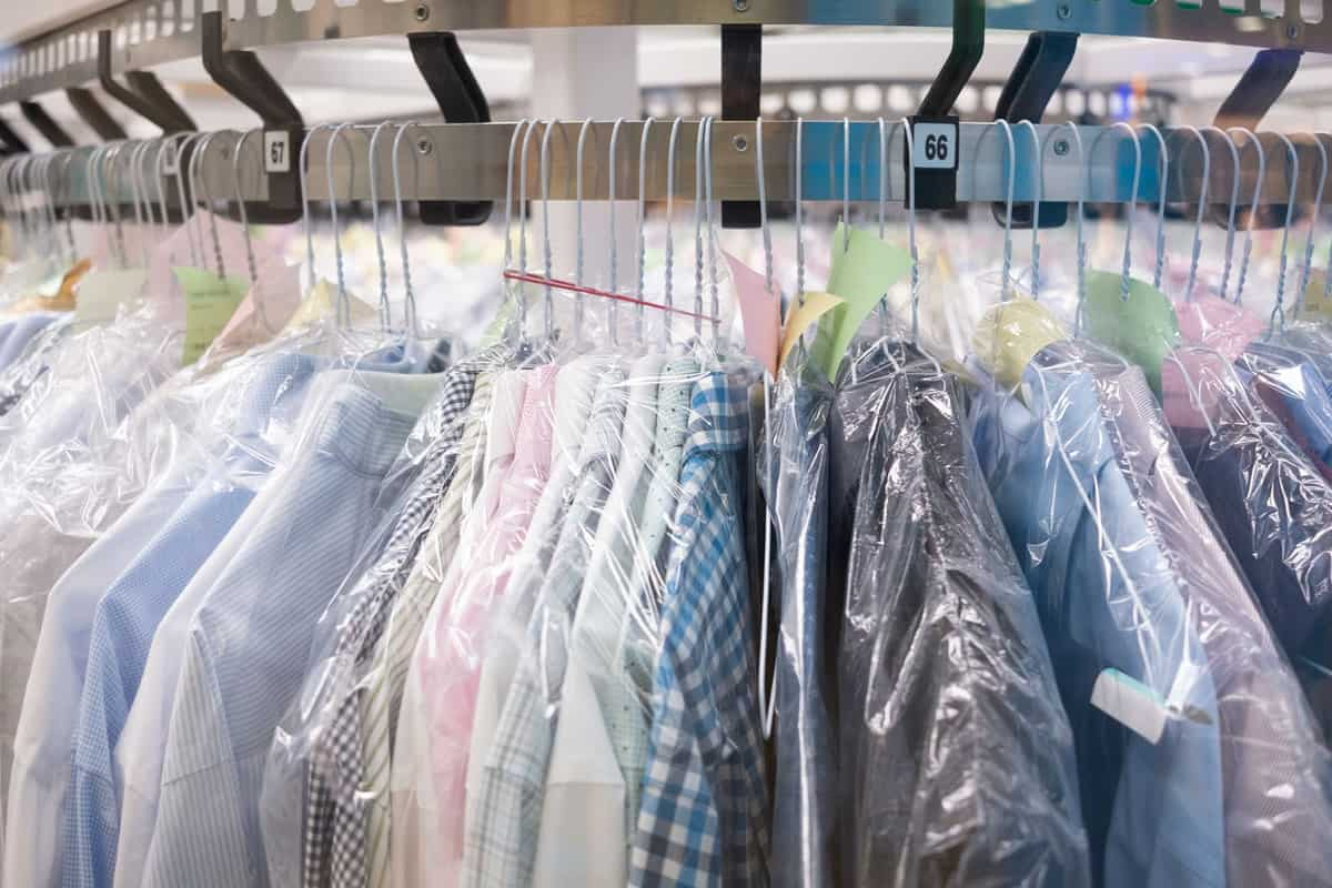 Clean cloths in a dry cleaning station