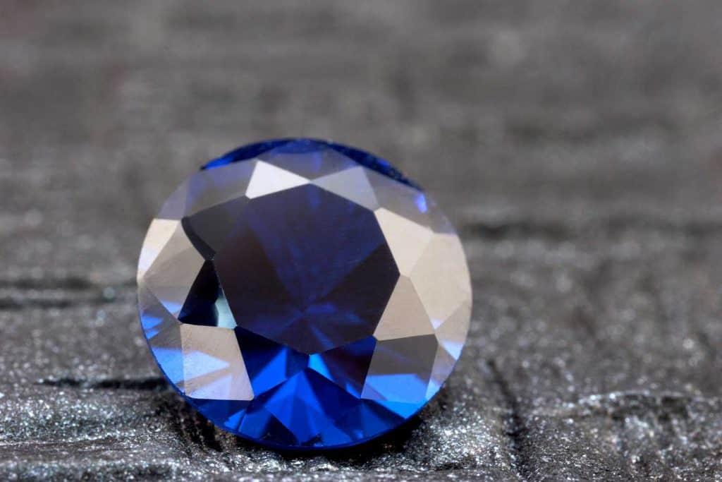 Loose round sapphire