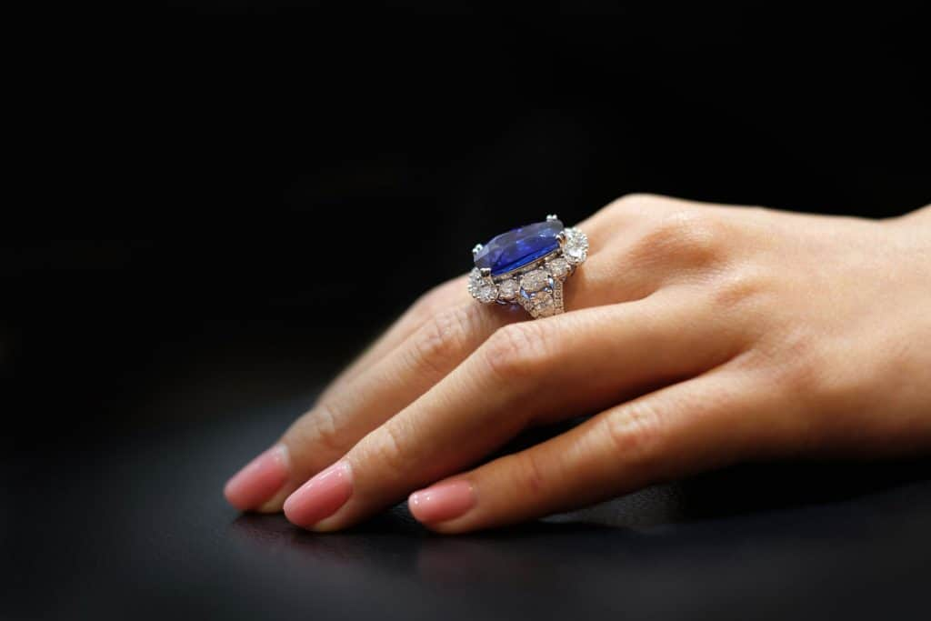 Women hand with Sapphire Rings, How Much Does A Sapphire Ring Cost?