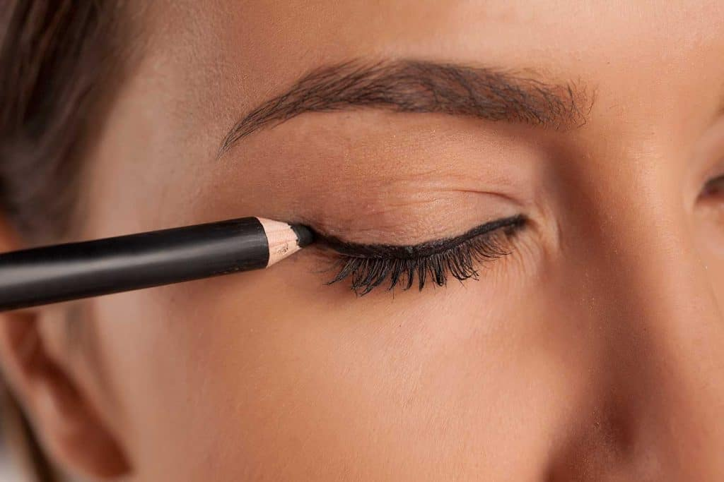 Young woman applied eyeliner