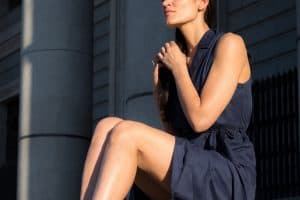Read more about the article What Color Lipstick Goes With Navy Blue Dress?