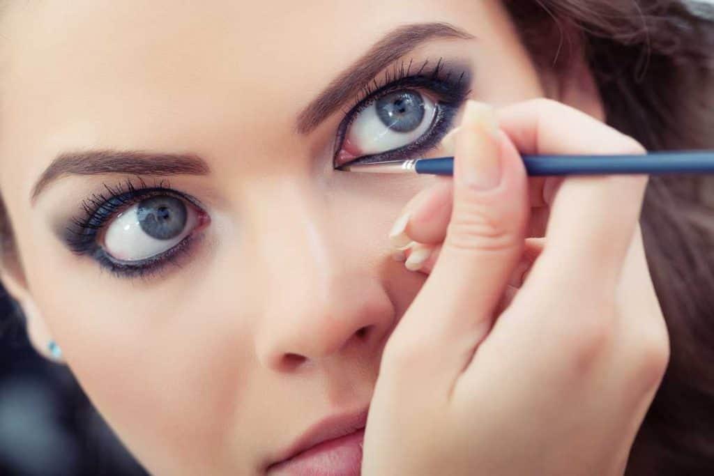 Make-up artist applying liquid eyeliner with brush, How Long Does Liquid Eyeliner Last?