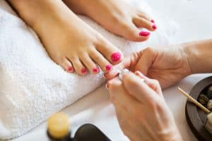 Read more about the article Bottoms Of Feet Hurt After Pedicure – What To Do?
