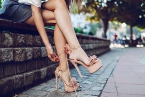 Read more about the article 10 Best Sandals And Flip Flops For Cracked Heels