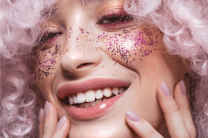 Read more about the article How To Get Body Glitter To Stick