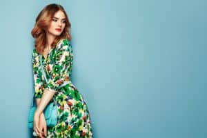 Read more about the article What Color Lipstick To Wear With A Green Dress